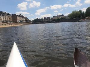 La rivière à Laval, au loin la course !