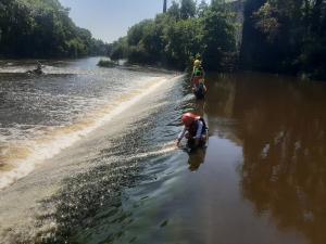 Bataille de mousse sur le barrage