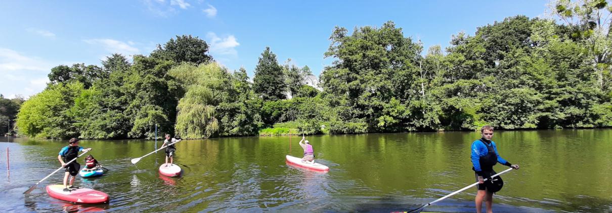 Stand up paddle sur le plan d'eau